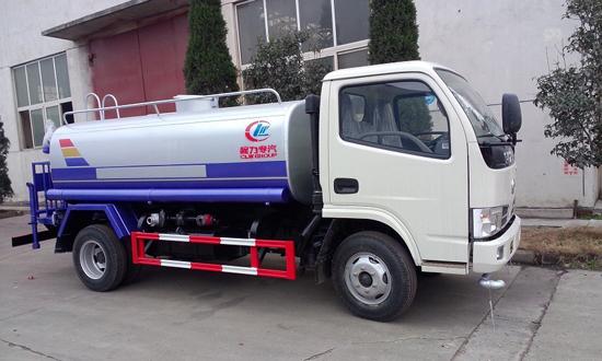 东风小卡5吨洒水车