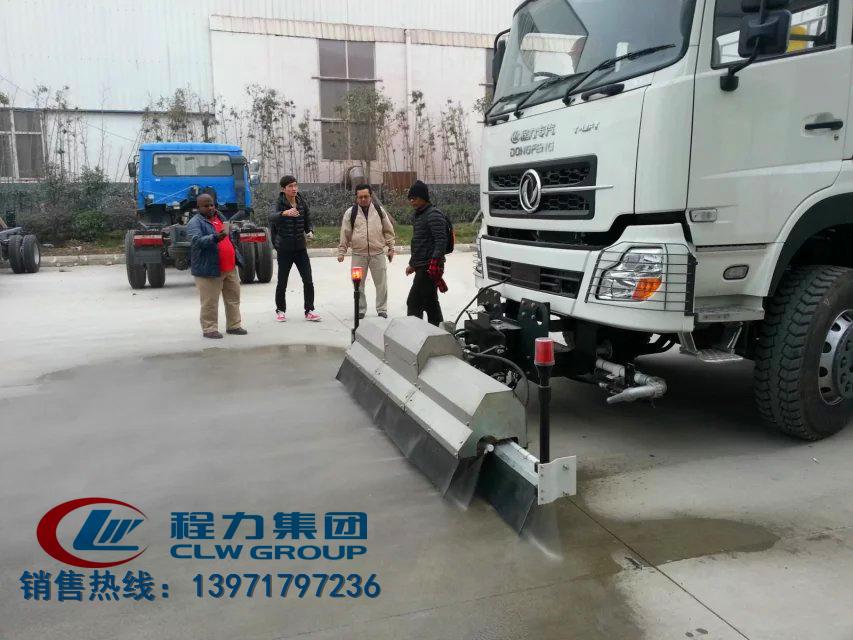 路面高压清洗车客户验车