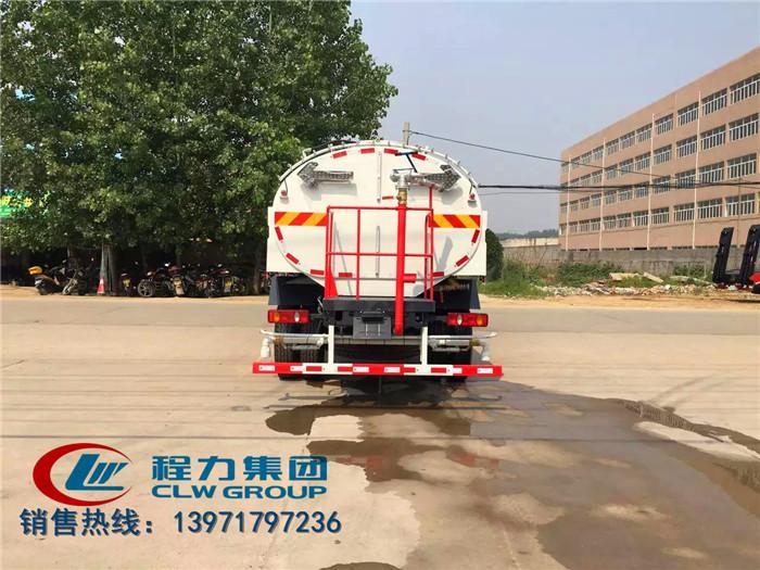东风天锦路面清扫车11
