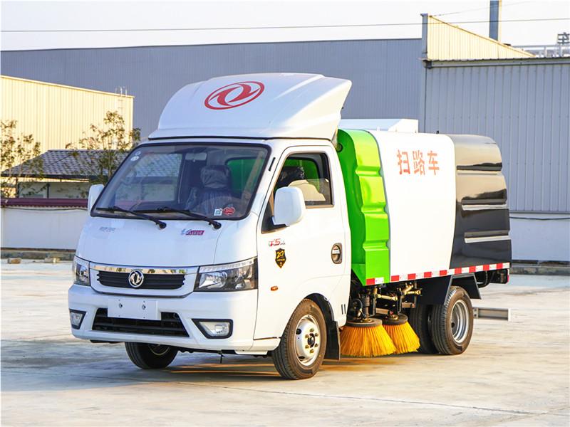 东风途逸3吨扫路车(柴油版)