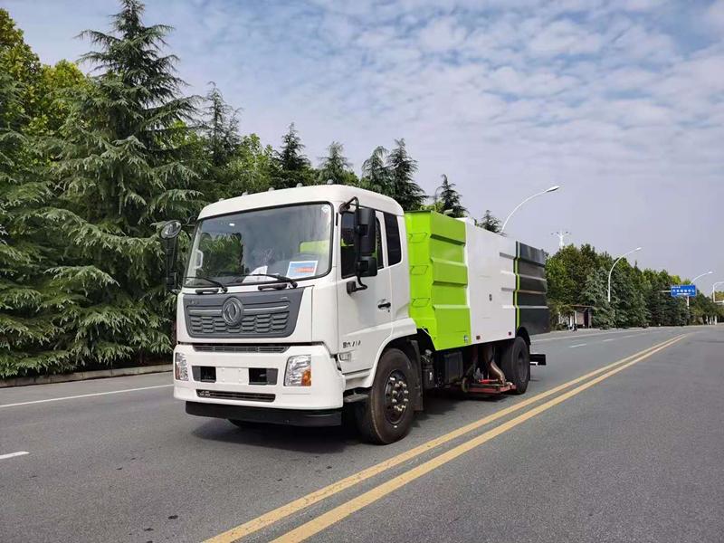 东风天锦10吨吸尘车