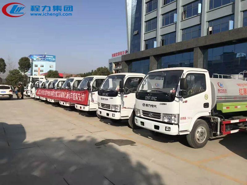 客户订购10台东风多利卡5吨洒水车批量发车